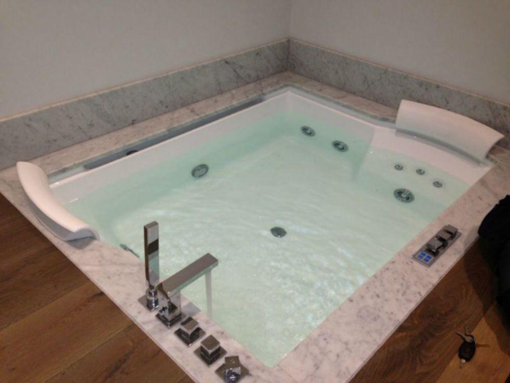 Bath-Pool-with-Carrara-Marble-surround.jpg